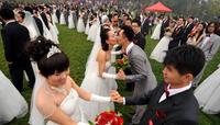 Chinese newlywed couples